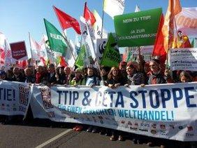 Irene Schulz, Vorstand IG Metall beim Demostrat TTIP